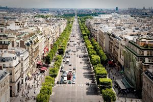 Champs-Elysees: Plan a trip to paris on a budget