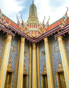 Sharing all of our favorite places to visit in Thailand, including a few hidden gems. This top ten places to see in Thailand will knock your socks off! Click through! #Thailand #Bangkok #hiddengems